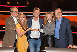 "19.02.2016, Huerth, GER, Settermin, Paarduell, im Bild vl: Frank Plasberg, Bestseller-Autorin Anne Gesthuysen, Moderator Joerg Pilawa, Katja Burkhard und Hans Mahr // during a photocall for the German TV-Show ""Paarduell"" in Huerth, Germany on 2016/02/19. EXPA Pictures © 2016, PhotoCredit: EXPA/ Eibner-Pressefoto/ Schüler<br /> <br /> *****ATTENTION - OUT of GER*****"