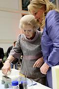Prinses Beatrix en Prinses Mabel bij uitreiking vierde Prins Friso Ingenieursprijs. Deze vindt plaats op de 'Faculty of Science and Engineering' van de Rijksuniversiteit Groningen.  <br /> <br /> Princess Beatrix and Princess Mabel celebrates Prince Friso Ingenieursprijs at the award ceremony. This takes place at the 'Faculty of Science and Engineering' of the University of Groningen.<br /> <br /> Op de foto / On the photo:  Prinses Beatrix /  Princess Beatrix