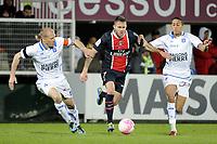 FOOTBALL - FRENCH CHAMPIONSHIP 2011/2012 - L1 - AJ AUXERRE v PARIS SAINT GERMAIN  - 15/04/2012 - PHOTO JEAN MARIE HERVIO / REGAMEDIA / DPPI - JEREMY MENEZ (PSG) / STEPHANE GRICHTING / KAMEL CHAFNI (AJA)