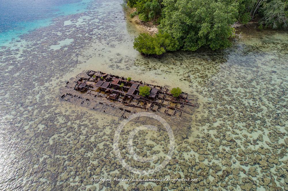 Luftaufnahme von American Landing Barge in Ghavutu Island Florida Islands, Salomonen, Pazifik, Salomonensee / Aerial View of the American Landing Barge in Ghavutu Island Florida Islands, Pacific Ocean, Salomon Sea