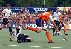 HOCKEY;RABO TROPHY 2004 HEREN FINALE;NEDERLAND-DUITSLAND;4 JULI 2004;AMSTELVEEN<br /> <br /> Nederland verliest de finale met 5-4 van Duitsland / <br /> <br /> ©2004-www.fotohoogendoorn.nl-RHD01