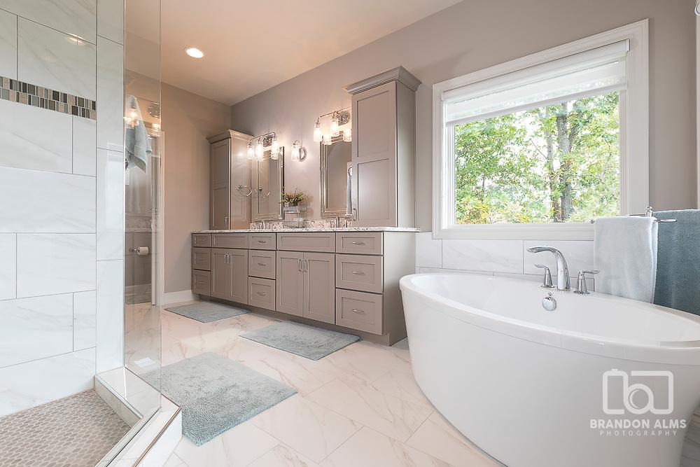 Modern Master Bathroom interior photo.