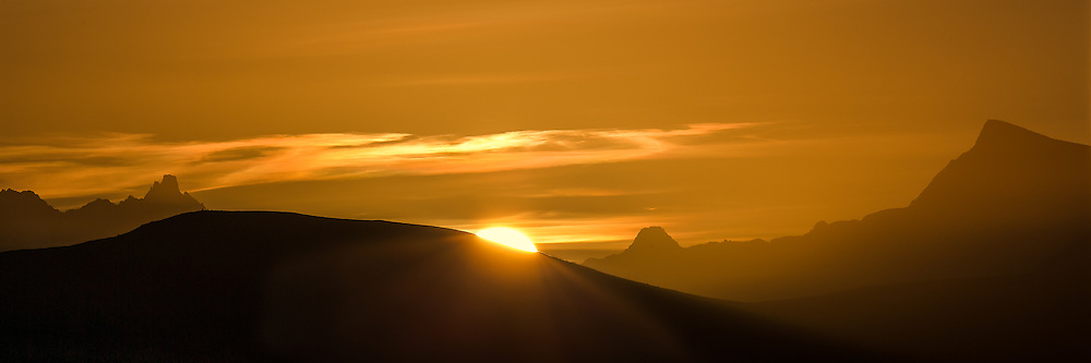 Sunrise over Hasundhornet, Ulsteinvik, Norway   Soloppgang over Hasundhornet, Ulsteinvik, Norge.