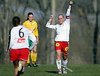 Fotball, 23.april 2005, Toppserien, Liungen - Sandviken 3-3,  Randi Bjørkestrand, Sandviken, jubler etter å ha scoret