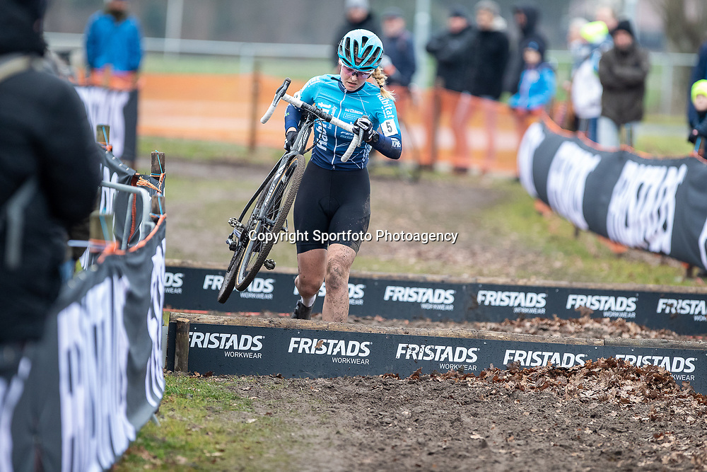 12-01-2020: Wielrennen: NK Veldrijden: Rucphen <br />Dirkje Cox