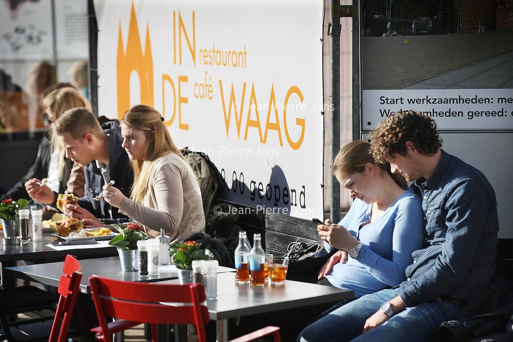Nederland, Amsterdam , 5 maart 2014.<br /> De lente is zo goed als begonnen. terrasweer zoals hier op Nieuwmarkt.<br /> Foto:Jean-Pierre Jans