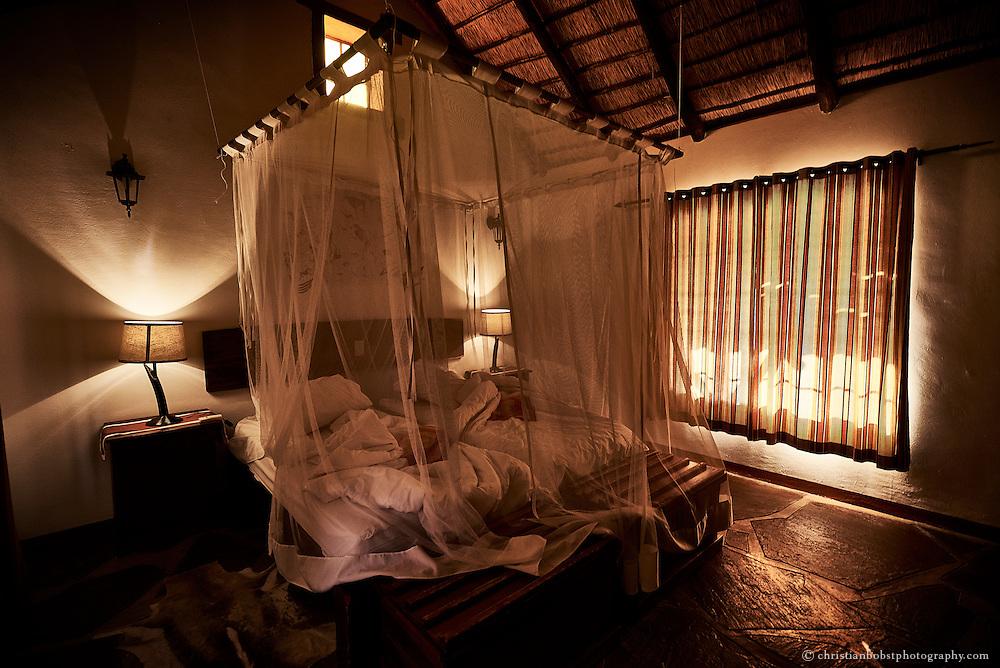Die schlichten, aber stimmungsvollen Schlafzimmer der über 20 Bungalows in der Canyon Village Lodge gleichen sich wie ein Ei dem anderen.