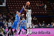 DESCRIZIONE : Beko Final Eight Coppa Italia 2016 Serie A Final8 Quarti di Finale Vanoli Cremona - Dinamo Banco di Sardegna Sassari<br /> GIOCATORE : Elston Turner<br /> CATEGORIA : Tiro Tre Punti Three Point Controcampo<br /> SQUADRA : Vanoli Cremona<br /> EVENTO : Beko Final Eight Coppa Italia 2016<br /> GARA : Quarti di Finale Vanoli Cremona - Dinamo Banco di Sardegna Sassari<br /> DATA : 19/02/2016<br /> SPORT : Pallacanestro <br /> AUTORE : Agenzia Ciamillo-Castoria/L.Canu