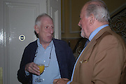 Jonathan Miller and Claus von Bulow. Book launch of Take A Girl Like Me - Life With George by Diana Melly. The Polish Club. Exhibition Rd. London. 21 July 2005. ONE TIME USE ONLY - DO NOT ARCHIVE  © Copyright Photograph by Dafydd Jones 66 Stockwell Park Rd. London SW9 0DA Tel 020 7733 0108 www.dafjones.com