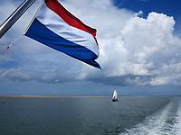 VLIELAND -  Zeilschip. Zeilen  op de Waddenzee richting Harlingen,  Terschelling of Vlieland. ANP COPYRIGHT KOEN SUYK