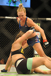 2017?6?17?.??????——UFC???????·??????·???..6?17????????·??????????????????UFC??????????Bantamweight????????????·?????????.???? ??????..United States' fighter Holly Holm (Top) knocks down Brazil's fighter Bethe Correia (Down) for the win during the women's bantamweight bout of the UFC Fight Night held in Singapore Indoor Stadium on Jun 17, 2017..By Xinhua, Then Chih Wey..????????????2017?6?17? (Credit Image: © Then Chih Wey/Xinhua via ZUMA Wire)