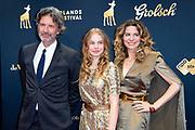 Uitreiking van de Gouden Kalveren op het Grolsch Gouden Kalveren Gala  in de Stadsschouwburg Utrecht.<br /> <br /> Op de foto:  Rifka Lodeizen met partner Caspar Weijers en hun dochter