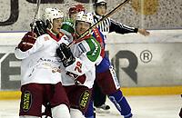 Ishockey<br /> GET-Ligaen<br /> 11.10.07<br /> Jordal Amfi<br /> Vålerenga VIF - Frisk Asker Tigers<br /> Cameron Abbott jubler for sin 3-3 scoring med Markus Eriksson<br /> Foto - Kasper Wikestad