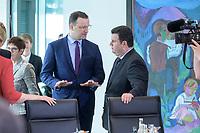 04 MAR 2020, BERLIN/GERMANY:<br /> Jens Spahn (L), CDU, Bundesgesundheitsminister, und Hubertus Heil (R), SPD, Bundesarbeitsminister, im Gespraech, vor Beginn der Kabinettsitzung, Bundeskanzleramt<br /> IMAGE: 20200304-01-032<br /> KEYWORDS: Kabinett, Sitzung, Gespäch