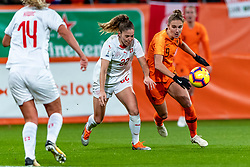 09-11-2018 NED: UEFA WC play-off final Netherlands - Switzerland, Utrecht<br /> European qualifying for the 2019 FIFA Women's World Cup - / Vivianne Miedema #9 of Netherlands inaction Luana Buhler #22 of Switzerland