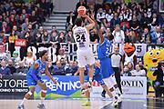 DESCRIZIONE : Trento Lega A 2015-16 Dolomiti Energia Trentino - Enel Brindisi<br /> GIOCATORE : Trent Lockett<br /> CATEGORIA : Tiro Tre Punti Three Point<br /> SQUADRA : Dolomiti Energia Trentino - Enel Brindisi<br /> EVENTO : Campionato Lega A 2015-2016 <br /> GARA : Dolomiti Energia Trentino - Enel Brindisi<br /> DATA : 07/02/2016<br /> SPORT : Pallacanestro <br /> AUTORE : Agenzia Ciamillo-Castoria/M.Gregolin<br /> Galleria : Lega Basket A 2015-2016  <br /> Fotonotizia :  Trento Lega A 2015-16 Dolomiti Energia Trentino - Enel Brindisi