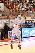 DESCRIZIONE : Campionato 2015/16 Giorgio Tesi Group Pistoia - Pasta Reggia Caserta<br /> GIOCATORE : Knowles Preston<br /> CATEGORIA : Tiro<br /> SQUADRA : Giorgio Tesi Group Pistoia<br /> EVENTO : LegaBasket Serie A Beko 2015/2016<br /> GARA : Giorgio Tesi Group Pistoia - Pasta Reggia Caserta<br /> DATA : 15/11/2015<br /> SPORT : Pallacanestro <br /> AUTORE : Agenzia Ciamillo-Castoria/S.D'Errico<br /> Galleria : LegaBasket Serie A Beko 2015/2016<br /> Fotonotizia : Campionato 2015/16 Giorgio Tesi Group Pistoia - Pasta Reggia Caserta<br /> Predefinita :