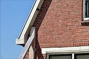 Nederland, Loppersum, 15-4-2015 Beelden uit het gebied in de provincie Groningen die ernstig te lijden heeft onder de gevolgen van de gaswinning door de NAM. 43 Huizen met aardbevingsschade zullen gesloopt moeten worden. De gaswinning in de nabijheid van dit dorp moet gestopt worden. Er zijn enkele winlocaties vlakbij zoals bij 't Zandt en Zeerijp.Op de foto woningen in Loppersum. Foto: Flip Franssen/ Hollandse Hoogte