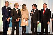 Koningin Maxima bij een seminar over duurzaamheid bij EY te Amsterdam. Tijdens dit evenement neemt zij de derde publicatie van de Dutch Sustainable Growth Coalition - DSGC in ontvangst<br /> <br /> Queen Maxima at a seminar on sustainability at EY Amsterdam. During this event she receives the third publication of the Dutch Sustainable Growth Coalition - DSGC<br /> <br /> Op de foto / On the photo: <br /> <br />  Marcel van Loo van EY, Hans de Boer, voorzitter VNO-NCW, koning Maxima, Jan Peter Balkenende, voorzitter van de Dutch Sustainable Growth Coalition, Feike Sijbesma, CEO DSM