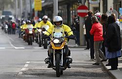18.04.2010, Wien, AUT, Vienna City Marathon 2010, im Bild die Begleitmotorräder schaffen einen Korridor für die Läufer,  EXPA Pictures © 2010, PhotoCredit: EXPA/ T. Haumer / SPORTIDA PHOTO AGENCY