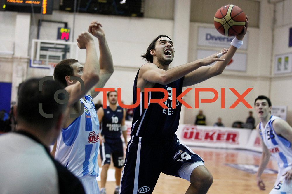 Anadolu Efes's Sasha Vujacıc (C) during their Turkish Basketball league derby match  Fenerbahce Ulker between Anadolu Efes at Caferaga Sports Hall in Istanbul, Turkey, Saturday 01, 2012. Photo by TURKPIX