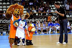 13-09-2008 BASKETBAL: NEDERLAND - IJSLAND: ALMERE<br /> De Nederlandse basketballers hebben hun tweede zege geboekt voor het ek van 2009 in de B-divisie. Oranje versloeg IJsland in almere met 84-68 / Mascotte Leeuw en de basket junior wedstrijd<br /> ©2008-WWW.FOTOHOOGENDOORN.NL