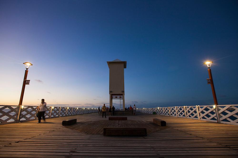 Fortaleza_CE, Brasil.<br /> <br /> Por do sol visto da ponte metalica na praia de Iracema em Fortaleza, Ceara.<br /> <br /> The sunset in Ponte Metalica (metal bridge) in Iracema beach in Fortaleza, Ceara.<br /> <br /> Foto: RODRIGO LIMA / NITRO