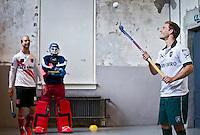AMSTERDAM - Battle voor ABN AMRO film tussen de hockeyspelers Billy Bakker (Amsterdam) en Jeroen Hertzberger (Rotterdam) in het Machinehuis op het terrein van de WesterGasfabriek in Amsterdam. COPYRIGHT KOEN SUYK