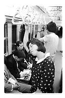 Woman fast asleep in Tokyo subway at rush hour. Japan - 1987<br /> Femme endormie à l'heure de pointe, Tokyo, Japon.