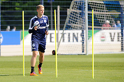 24.04.2014, Veltins Arena, Gelsenkirchen, GER, 1. FBL, Training Schalke 04, im Bild Philipp Max ( Schalke 04 ) beim Slalomlauf. // during a Trainingsession of German Bundesliga Club Schalke 04 at the Veltins Arena in Gelsenkirchen, Germany on 2014/04/24. EXPA Pictures © 2014, PhotoCredit: EXPA/ Eibner-Pressefoto/ Thienel<br /> <br /> *****ATTENTION - OUT of GER*****