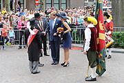 Zijne Majesteit Koning Willem Alexander en Hare Majesteit Koningin Máxima bezoeken de provincie Noord-Brabant <br /> <br /> His Majesty King Willem Alexander and Máxima Her Majesty Queen visits the province of Noord-Brabant<br /> <br /> Op de foto / On the photo:   De Koning en Koningin lopen via de Stationstraat naar de Lind. Daar worden zij voorgesteld aan de voorzitter van de Noord-Brabantse federatie van schuttersgilden. Op de Lind staan de gilden opgesteld, waarbij de Koning en<br /> Koningin over de vaandels gaan. <br /> <br /> The King and Queen walking through the Stationstraat to Lind. There they presented to the chairman of the North Brabant federation of muskets. The Lind are the guilds established, where the King and<br /> Queen of the banners go.