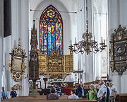 Gdańsk, (woj. pomorskie) 16.08.2014. Kościół Mariacki w Gdańsku - ołtarz główny.