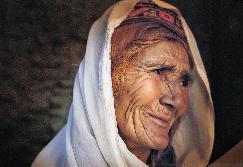 An old Burushaski woman..Hunza, Pakistan. Hunza people, Women and men