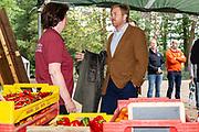 Koning brengt een werkbezoek aan de coöperatie Herenboeren Wilhelminapark in Boxtel.<br /> <br /> Koning pays a working visit to the Herenboeren Wilhelminapark cooperative in Boxtel.