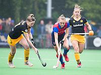 BILTHOVEN  - Hockey -  1e wedstrijd Play Offs dames. SCHC-Den Bosch (0-1). Kyra Fortuin (SCHC)  met Imme van der Hoek (Den Bosch).  COPYRIGHT KOEN SUYK