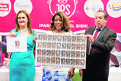 """December 17, 2018 - (18/12/2018) Este es el entero que hizo millonario a un señor de Santo Domingo de Heredia. En la JPS, sus altos jerarcas lo mostraron a la prensa: Evelyn Blanco, jefa de Mercadeo, Esmeralda Britton, presidenta de la entidad y Claudio Madrigal, gerente de Producción y Comercialización. También enseñaron el pedacito que hizo millonario a un joven de 19 años. PROHIBIDO EL USO O REPRODUCCIÃ""""N EN COSTA RICA. (Credit Image: © Albert MaríN/La Nacion via ZUMA Press)"""