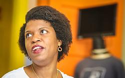 """PORTO ALEGRE, RS, BRASIL, 21-01-2017, 12h53'08"""":  Desiree dos Santos, 32, no Matehackers Hackerspace da Associação Cultural Vila Flores, no bairro Floresta da capital gaúcha. A  Consultora de Desenvolvimento de Software na empresa ThoughtWorks fala sobre as dificuldades enfrentadas por mulheres negras no mercado de trabalho.(Foto: Gustavo Roth / Agência Preview) © 21JAN17 Agência Preview - Banco de Imagens"""