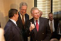 10 DEC 2003, BERLIN/GERMANY:<br /> Peter Mueller, CDU, Ministerpraesident Saarland, Henning Scherf, SPD, 1. Buergermeister Bremen, und Roland Koch, CDU, Ministerpraesident Hessen, (v.L.n.R.), im Gespraech, vor Beginn der Sitzung des Vermittlungsausschusses, Bundesrat<br /> IMAGE: 20031210-01-038<br /> KEYWORDS: Peter Müller, Gespräch