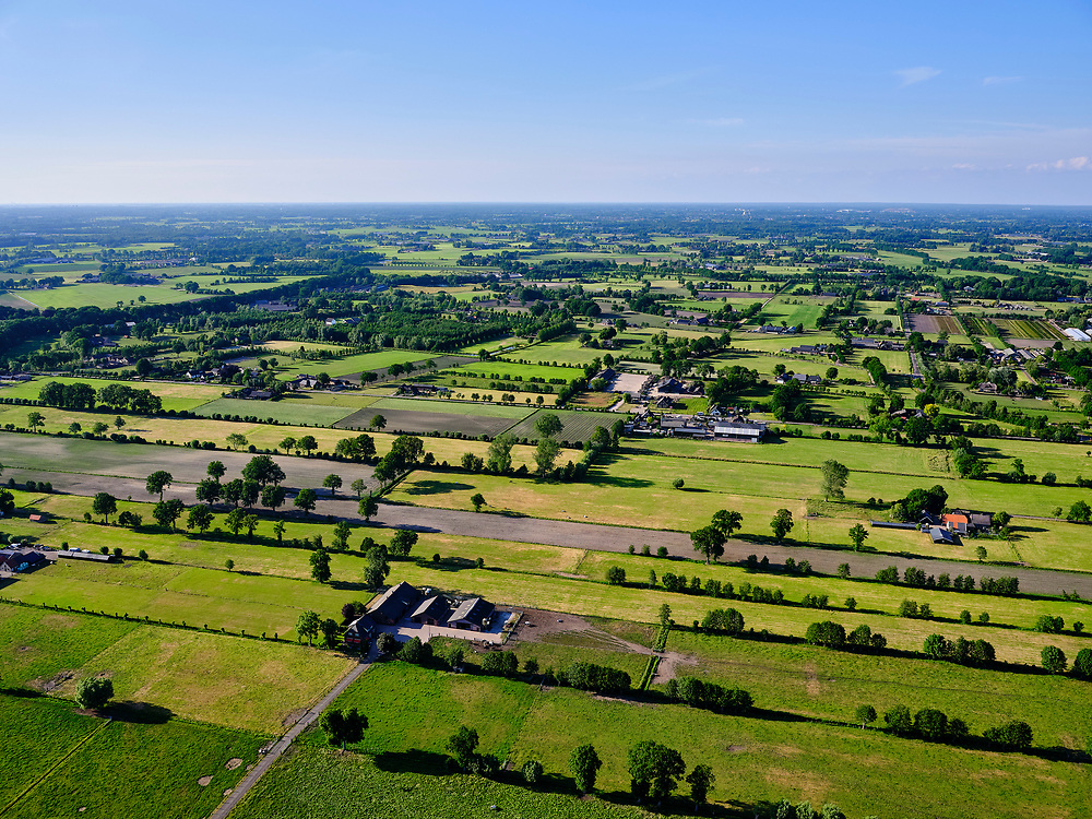 Nederland, Gelderland, Gemeente Ede, 14–05-2020; zicht op de Gelderse Vallei omgeving Ederveen. Regio Foodvalley.<br /> luchtfoto (toeslag op standaard tarieven);<br /> aerial photo (additional fee required)<br /> copyright © 2020 foto/photo Siebe Swart
