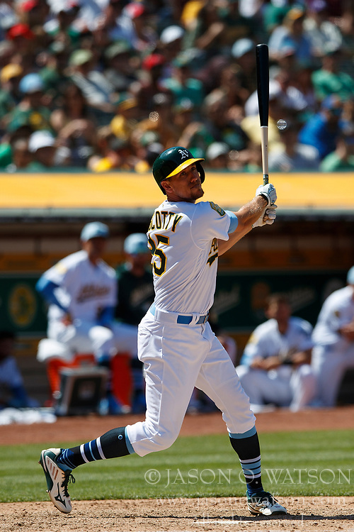 OAKLAND, CA - JUNE 17: Stephen Piscotty #25 of the Oakland Athletics at bat against the Los Angeles Angels of Anaheim during the eighth inning at the Oakland Coliseum on June 17, 2018 in Oakland, California. The Oakland Athletics defeated the Los Angeles Angels of Anaheim 6-5 in 11 innings. (Photo by Jason O. Watson/Getty Images) *** Local Caption *** Stephen Piscotty
