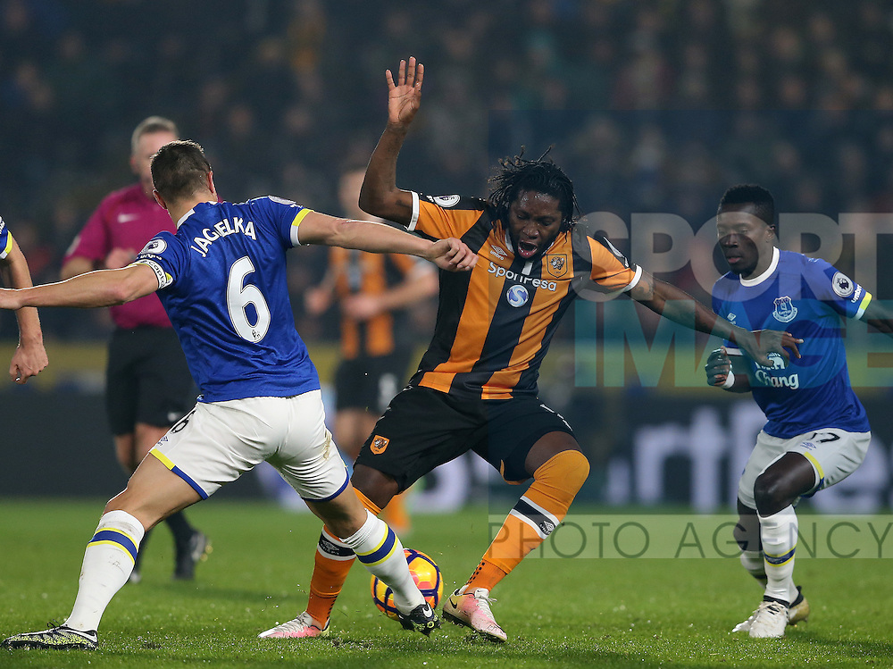 Dieumerci Mbokani of Hull City and Phil Jagielka of Everton during the English Premier League match at the KCOM Stadium, Kingston Upon Hull. Picture date: December 30th, 2016. Pic Simon Bellis/Sportimage