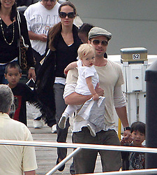 ©2007 RAMEY PHOTO 310-828-3445<br /> <br /> BRAD PITT AND ANGELINA JOLIE TAKE THE KIDS OUT FOR BOAT RIDE IN CHICAGO.<br /> <br /> 8/18/07<br /> <br /> ZZ (Mega Agency TagID: MEGAR58350_27.jpg) [Photo via Mega Agency]