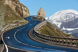 THEMENBILD - Blick auf das Fuschertoerl auf der Grossglockner Hochalpenstrasse. Sie verbindet die beiden Bundeslaender Salzburg und Kaernten mit einer Laenge von 48 Kilometer und ist als Erlebnisstrasse vorrangig von touristischer Bedeutung, aufgenommen am 31. Juli 2015, Fusch, Oesterreich // Panoramic View, The Grossglockner High Alpine Road connects the two provinces of Salzburg and Carinthia with a length of 48 km and is as an adventure road priority of tourist interest at Fusch, Austria on 2015/07/31. EXPA Pictures © 2015, PhotoCredit: EXPA/ JFK