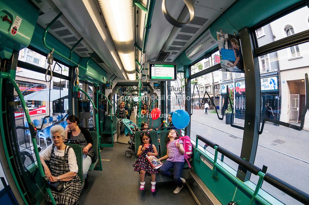 Suisse, Canton de Bâle-ville, Bâle , ligne de bus centrale // Switzerland, Basel-city canton, central line bus