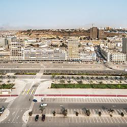 Vista aérea da cidade Luanda, capital de Angola. A nova Marginal de Luanda, Av. 4 de Fevereiro e novos estacionamentos
