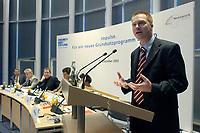 """08 NOV 2003, BERLIN/GERMANY:<br /> Christoph Matschie, SPD, Parl. Staatssekretaer im Bundesministerium fuer Bildung und Forschung und SPD landesvorsitzender Thueringen, haelt eine Rede, Diskussionsveranstaltung unter dem Motto """"Impulse. Fuer ein neues Grundsatzprogramm der SPD"""" zur Vorstellung eines Entwurfs fuer ein neues Grundsatzprogramm der SPD von SPD Bundestagsabgeordneten des Netzwerks, Friedrich-Ebert-Stiftung<br /> IMAGE: 20031107-01-001<br /> KEYWORDS: speech"""