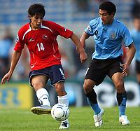 Fotball<br /> VM-kvalifisering<br /> Uruguay v Chile<br /> 18.11.2007<br /> Foto: PikoPress/Argengress/Digitalsport<br /> NORWAY ONLY<br /> <br /> Chile MATIAS FERNANDEZ and Uruguay WALTER GARGANO during their 2010 World Cup qualifying soccer match URUGUAY (2)  Vs. CHILE (2) in Montevideo, Uruguay, November 18, 2007.