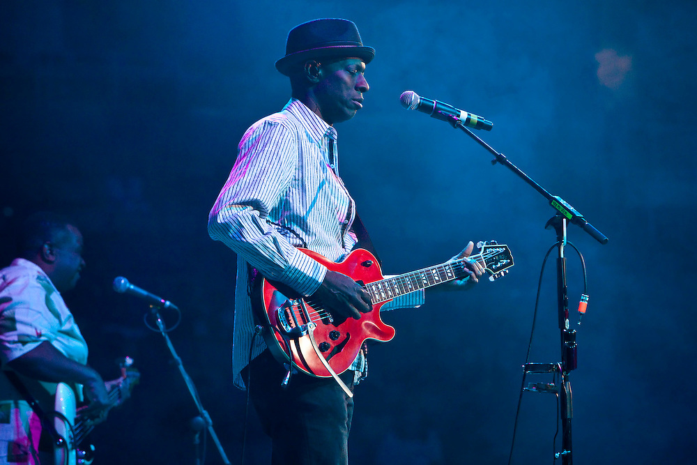Keb' Mo' performing on stage at the Domino Effect Benefit Concert in the New Orleans Arena in New Orleans, Louisiana, USA, 30 May 2009.