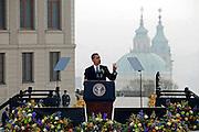 Prag/Tschechische Republik, Tschechien, CZE, 05.04.2009: US Praesident Barack Obama waehrend seiner Rede auf dem Prager Burgplatz am Sonntag dem 5. April 2009.  | Prague/Czech Republic, CZE, 05.04.2009: The President of the United States Barack Obama during his speech which took place on Sunday the 5th of April at Hradcanske square in front of Prague castle in Czech Republic.|[(c)Bjoern Steinz, Vojanova 1408/28, 229 22 Lysa nad Labem, Tschechische Republik, phone +420 325551336, mobil +420 777 218 029, steinz@oka2.com, Bank: F r a n k f u r t e r  V o l k s b a n k     BLZ 50190000 Konto 0301951710 IBAN DE06501900000301951710 BIC FFVBDEFF, www.bsteinz.de. Bei Verwendung des Fotos ausserhalb journalistischer Zwecke bitte Ruecksprache mit dem Fotograf halten. Jegliche Verwendung nur gegen Beleg und Honorar nach MFM oder gesonderter Absprache, Publication only with royalty payment, credit line and print sample, Achtung: NO MODEL RELEASE]..[#0,26,121#]