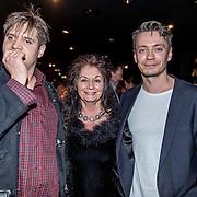 NLD/Amsterdam/20161120 - NPO Radio Ouvre Award 2016, zoon Yoshi, ex vrouw Belinda meuldijk en zoon Robbert